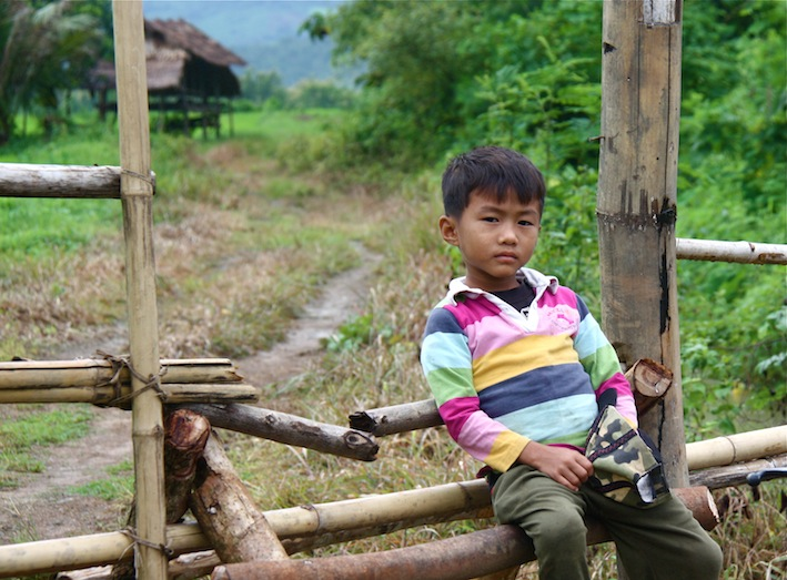 bambino nei dintorni di Luang Prabang