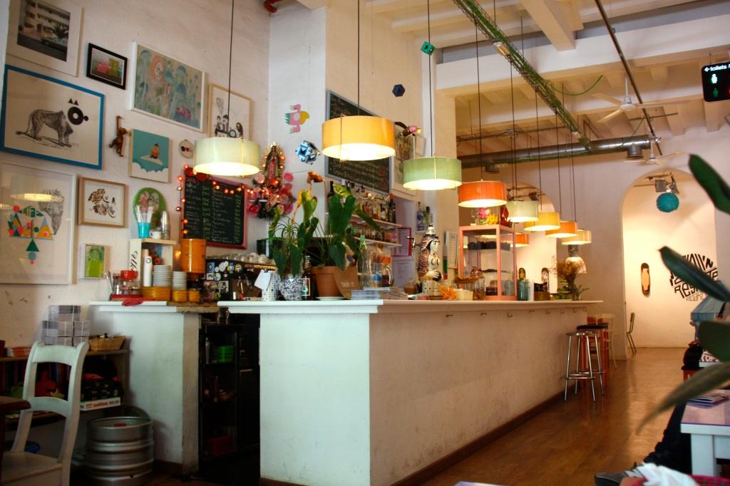 gli interni del Cosmo Cafe