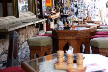 i tavolini tradizionali dei caffè