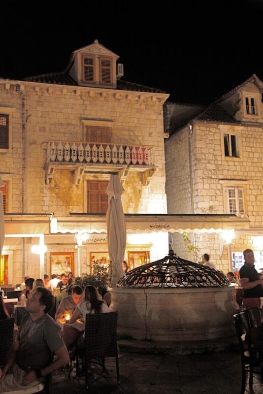 la splendida città vecchia di Hvar