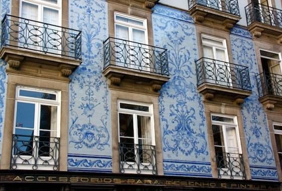 Gli azulejos sulle pareti delle case