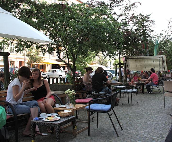i tavolini all'aperto su Oderberger Straße