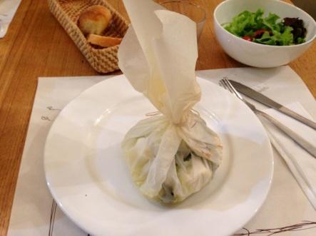 cartoccio di feta con patate, zucchine e menta