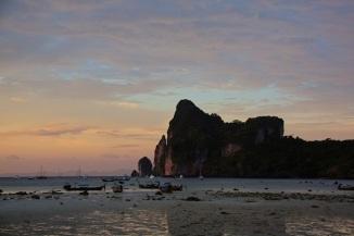Tramonto sulla spiaggia di Loh Dalum Bay