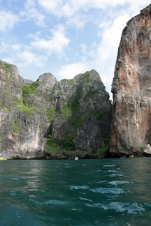 gli splendidi scogli a picco di Koh Phi Phi Leh