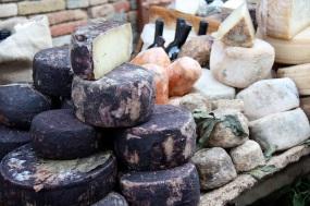 il formaggio di fossa a Mondaino