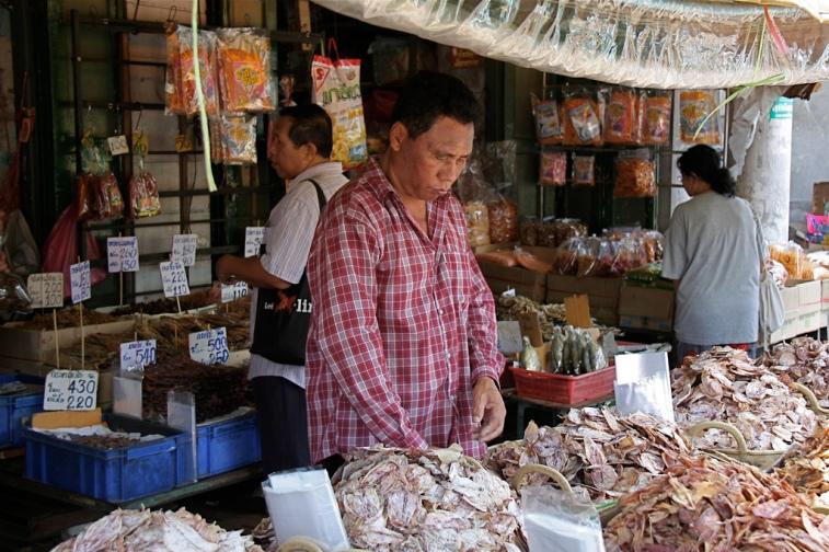 un mercatino all'esterno del Wat Pho