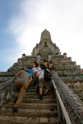 il ripidissimo Wat Arun
