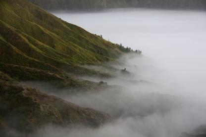 la nebbia che lentamente si dissolve