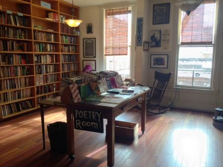 dentro al City Lights bookstore