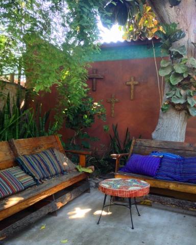 Il giardino della posada La Damiana, a Loreto